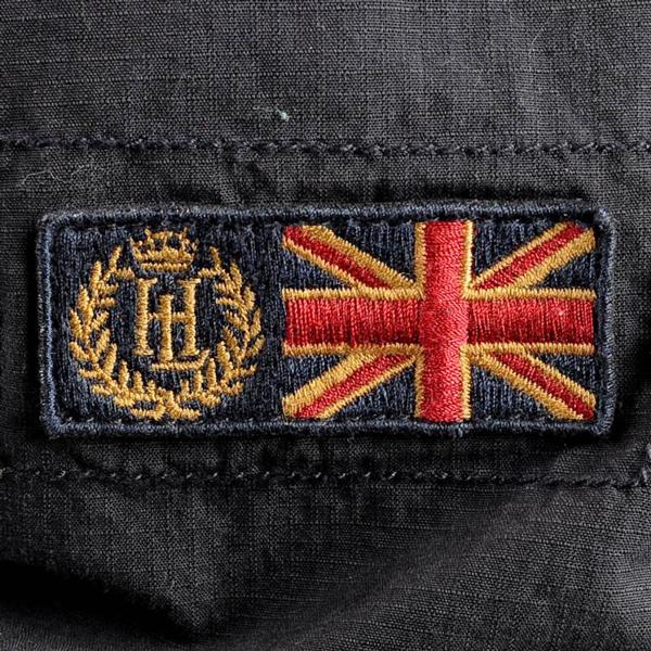 Эмблема Генри Ллойд в виде нашивки на шортах